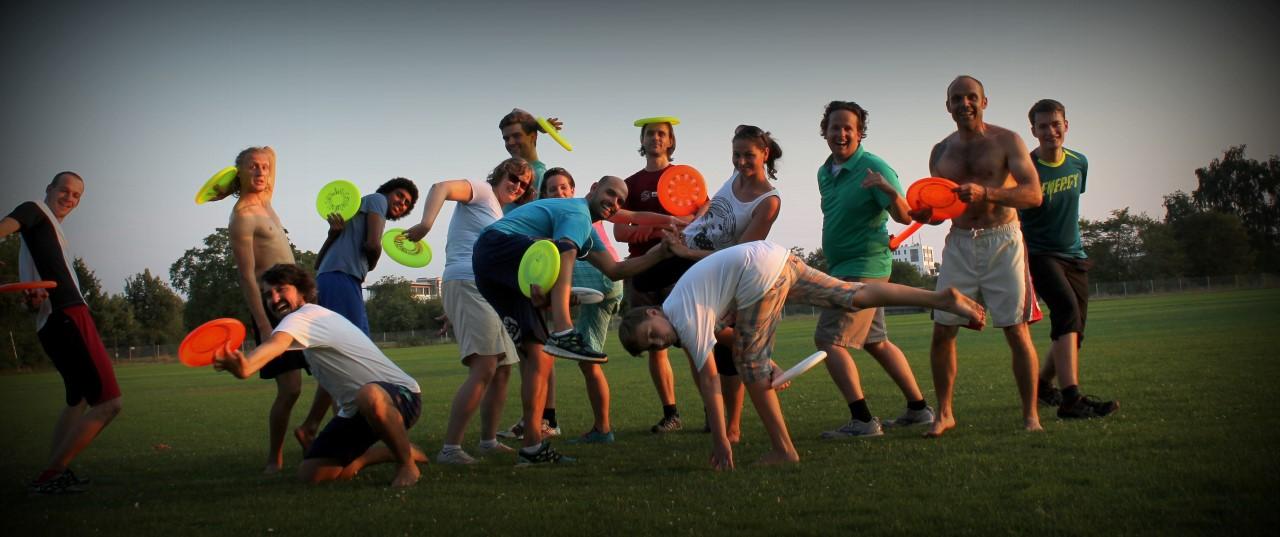 SSC Fisbee Abteilung Gruppenfoto (der halben Abteilung)
